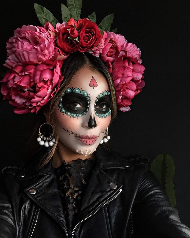 """114.5k Likes, 1,919 Comments - JULIE SARIÑANA (@sincerelyjules) on Instagram: """"#Halloween + #dayofthedead countdown! Excited to share my costumes this year with you guys!! ❤️ My…"""""""