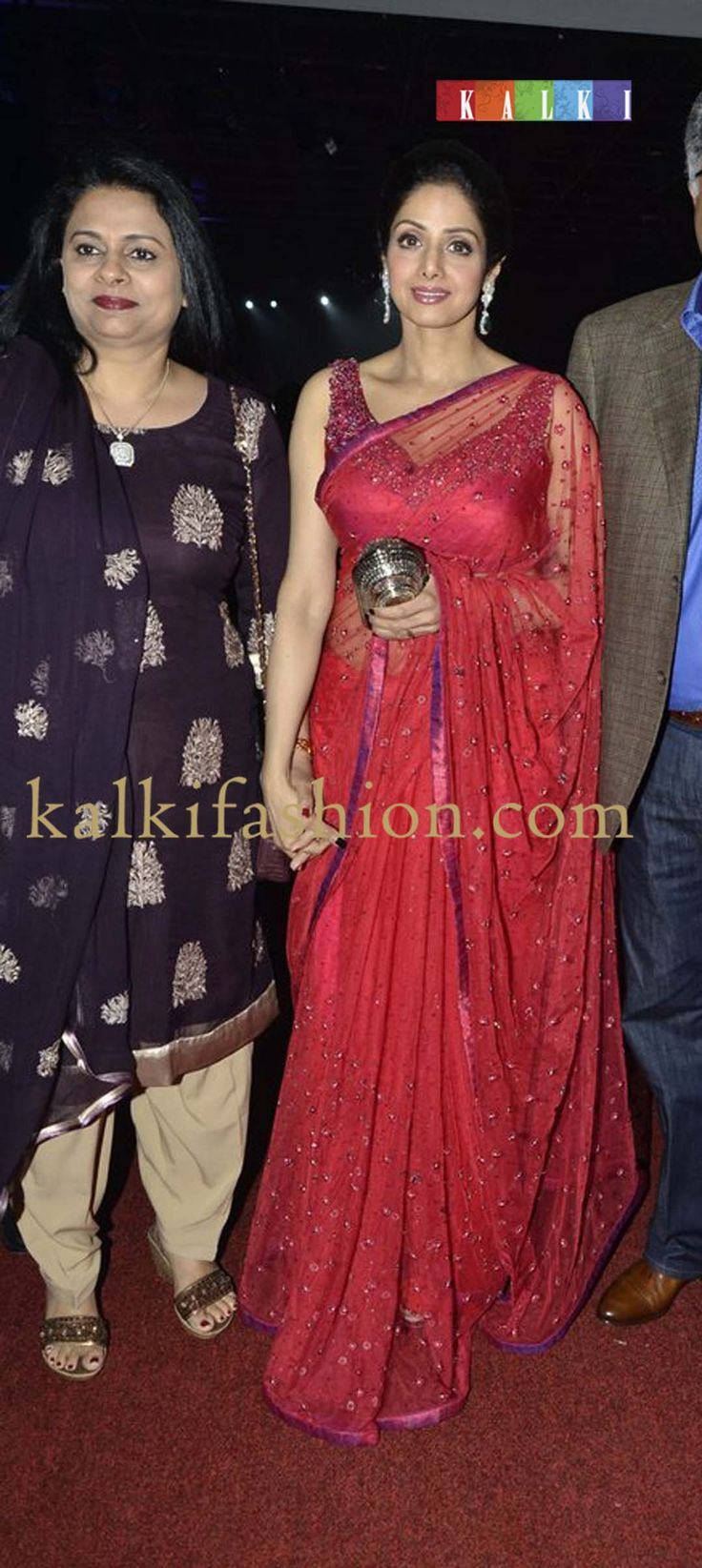 http://www.kalkifashion.com/             Sridevi in red saree sequenced attending SIIMA red carpet day 2