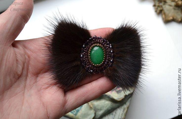 Купить брошь из норки и хризопраза - бисер японский, бисерная вышивка, брошь с камнем, изящное украшение