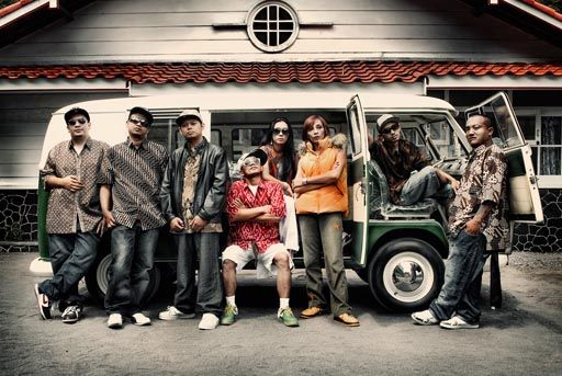 Suka musik rap? Pasti tahu uniknya Jogja Hip-Hop Foundation dong? Apa lagu JHF favoritmu? #SMARTmusic