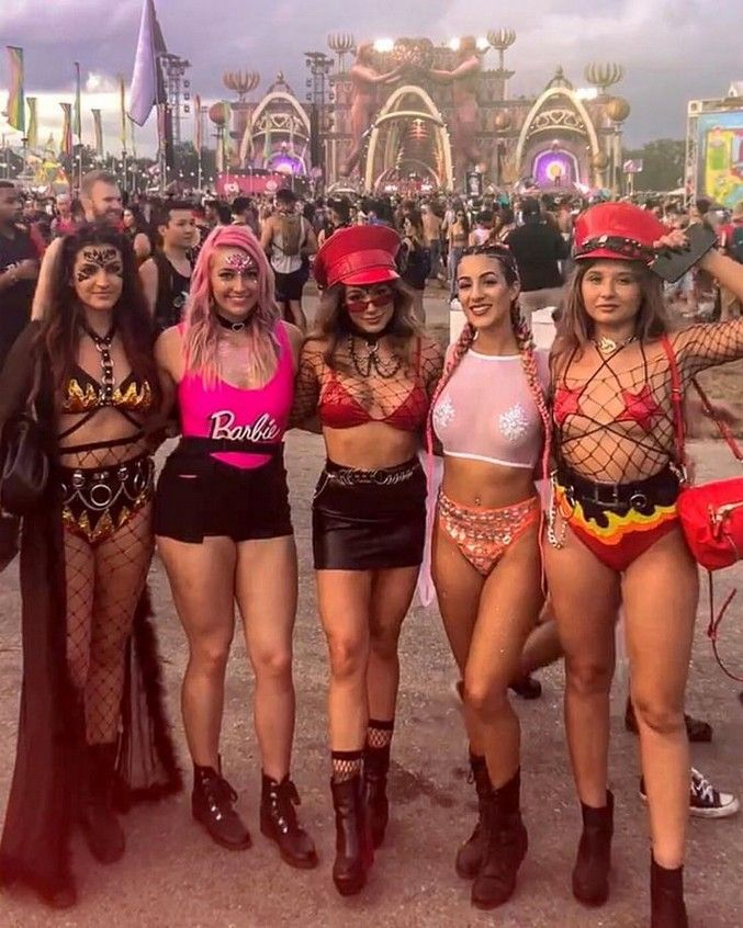 50 The Best Music Festival Outfits To Copy This 2020 Festival Outfits Rave Festival Outfit Music Festival Outfits