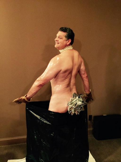 Mike Golic Gets Naked For Kim Kardashian-Inspired Photo (SEE IT) http://www.hngn.com/articles/50321/20141121/mike-golic-flaunts-body-for-kim-kardashian-inspired-photo-see-it.htm