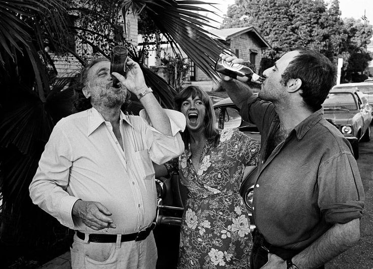 Thomas Hoepker  USA. Charles BUKOWSKI. 1986. The American writer Charles Bukowski, Linda and the German author Thomas Brasch in Los Angeles.