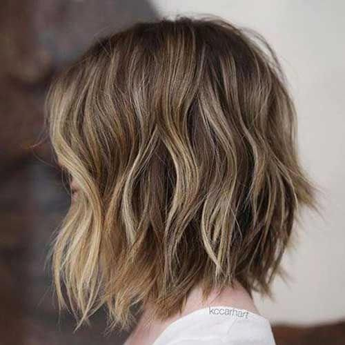 6.Short Brown Wavy Hairstyle #ShortWavyHairstyles