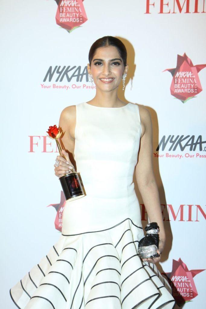 Sonam Kapoor - The Femina Beauty Awards Night : Indian Celebrtities (F) FunFunky.com