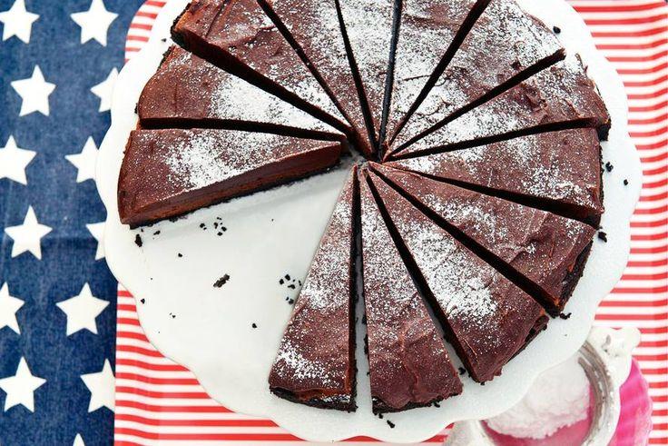 Een taart van ruim 1,5 kilo! Wat is ie lekker: vol en romig met chocolade en mascarpone - Recept - Allerhande