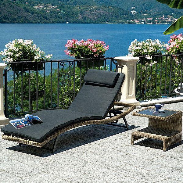 Acquista il #Lettino Trinidad in Wicker Grey Kubu con #Cuscino con Poggiatesta Grigio Scuro per #Arredare il #Giardino, #Terrazzo o Bordo #Piscina in #Stile Moderno. #amisano  #greenwood  #style  #outdoor  #relax  #instahome