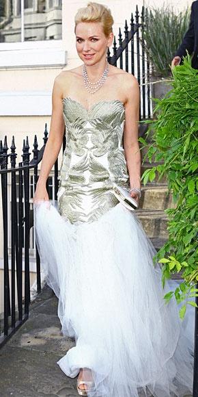 NAOMI WATTS    Despampanante estuvo la actriz en el Tiara Ball, celebrado en Windsor, Inglaterra, a beneficio de la Elton John AIDS Foundation. Lució un vestido Marchesa, zapatillas Gucci en satén color champán, y un collar y brazalete de diamantes de Chopard.