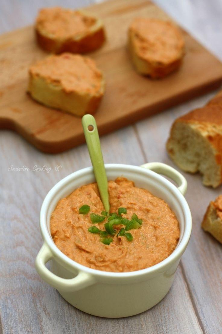 Une nouvelle recette de tartinade car l'été est synonyme d'apéro en terrasse, de BBQ et de petites choses à grignoter dans le genre de ces rillettes ! Aimant beaucoup les choses relevés, j'ai ajouté à mes rillettes de thon aux tomates séchées, du piment...