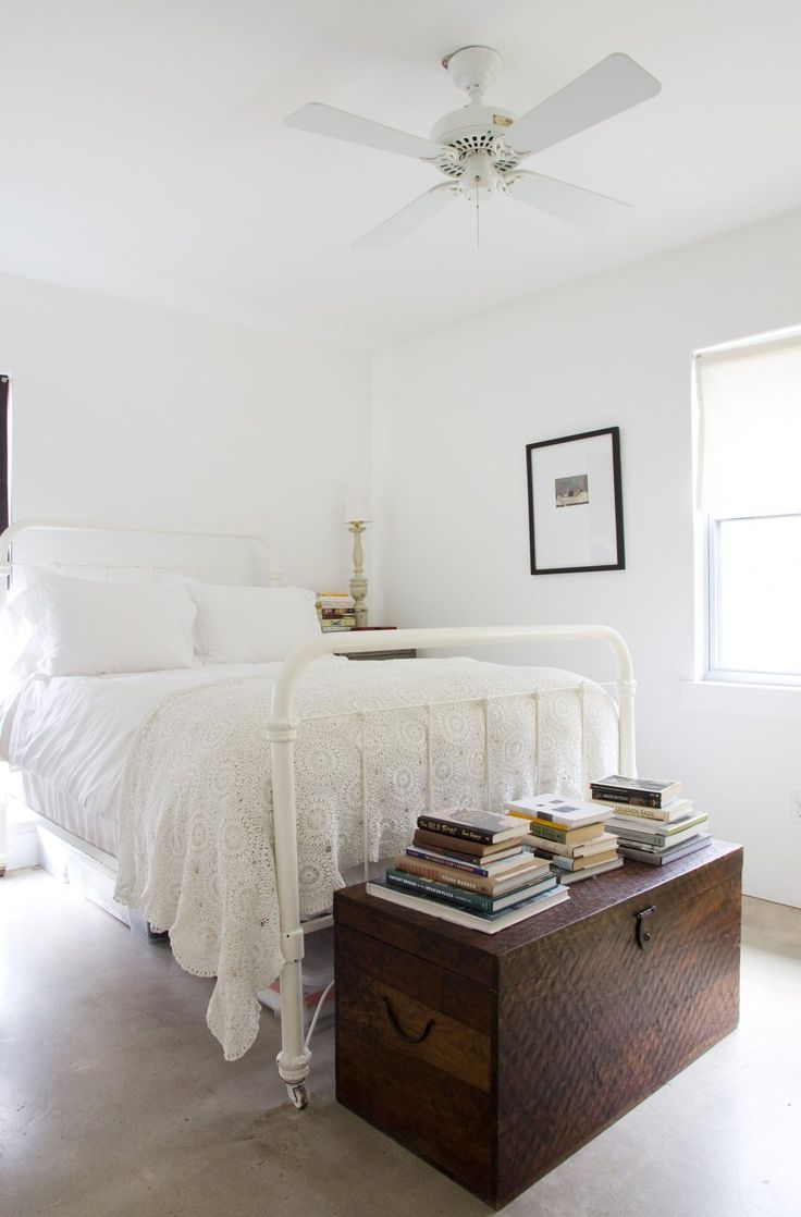 Ann and Jack's Cozy Austin Abode.  Looks so refreshing, especially in a place with a climate like Austin has. Cool & clean.