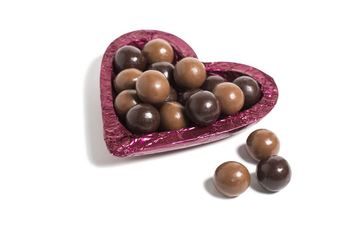 Berry Choc Heart Strawberry and raspberry flavoured fruit centres with a white chocolate layer, pan coated in milk or dark chocolate in a burgundy foiled milk chocolate heart shell.