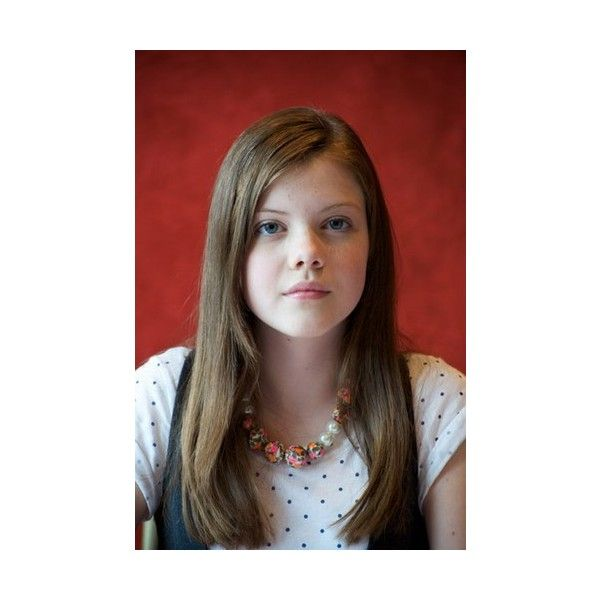 Georgie Henley - Photos of Georgie Henley - soFeminine.co.uk ❤ liked on Polyvore featuring georgie henley and people