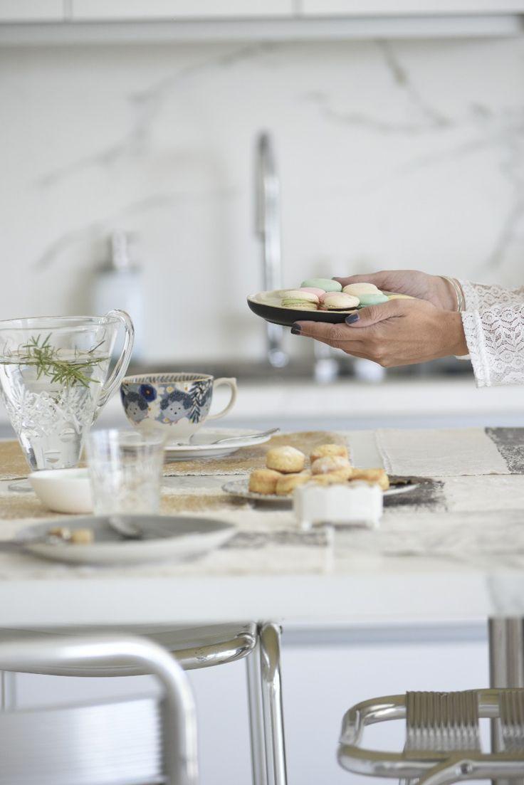 Espacios integrados y una vista de lujo   Revista Tigris ESPACIOS PARA ESTAR   Revista Tigris #decoracion#deco#decorating#decoration#decostyle#estilo#revistatigris #tigrison#eidicoencasa #eidico #vivieidico Kitchen, Deco Cuisine, Mesas De Luz, Paint Colors, Floral Bouquets, Cooking, Kitchens, Cuisine, Cucina