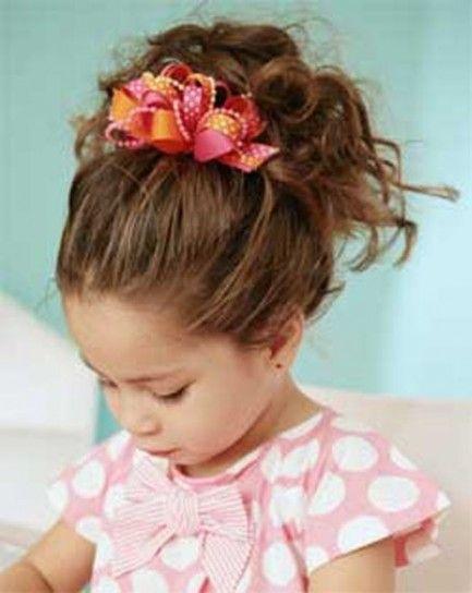 Coroncina+damigella+ - Damigella+bambina+con+capelli+legati+da+una+piccola+coroncina+rossa