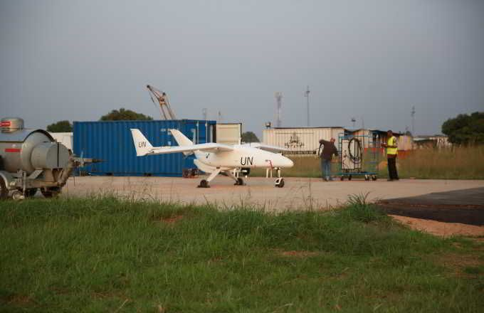 Qu'ils agissent de façon autonome selon un plan de vol prédéterminé ou qu'ils soient télécommandés,  les véhicules aériens sans pilote (U