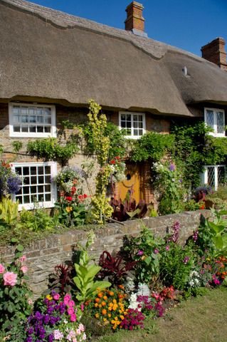 England, Sussex, Selsey, thatched cottage