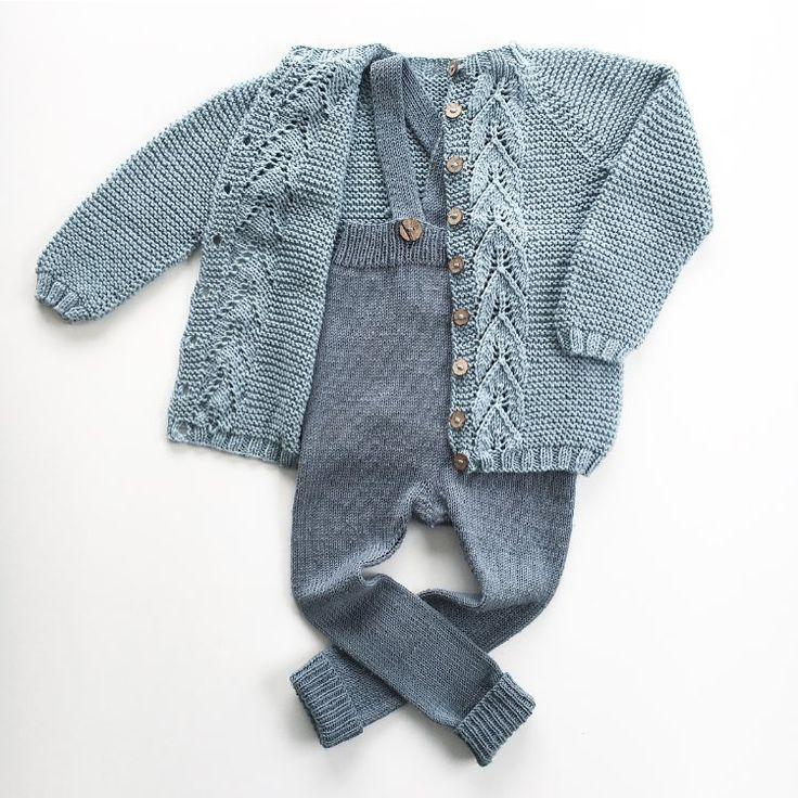 Bladrillejakken og margotbuksen. Skulle nesten tro de hørte sammen 👌🏻 #bladrillejakke #garterleavesjacket #margotbuksa #ministrikk #knitting #knittersofinstagram #knitting_inspiration #instaknit #loveknitting #strikke #strikkemamma