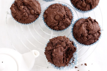 Turn the oven on and master your baking technique with these super easy chocolate muffins.
