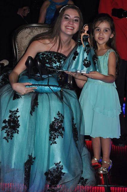 c8cc4fdd0 Troca do sapato pela boneca: 15 anos de Maria Clara | Debutantes (15 ...
