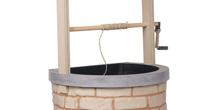 Cómo hacer una perforación para sacar agua. A menos que vivas en el desierto, puedes perforar tu propio pozo de agua por una fracción del costo. Una vez que llegues al nivel freático, debes decidir si deseas colocar una bomba manual o una bomba motorizada a la parte superior de la tubería de salida. El sistema más sencillo consiste en cavar un punto bajo el pozo. Para amañar, sólo necesitas ...