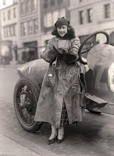 Female race car driver, Miss Elinor Blevins, c.1915