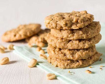 Peu importe où l'on est, ces biscuits à l'avoine et beurre d'arachide dans un bol nous rappellent de bons moments passés à la maison. Suffit d'une seule bouchée pour replonger dans nos so