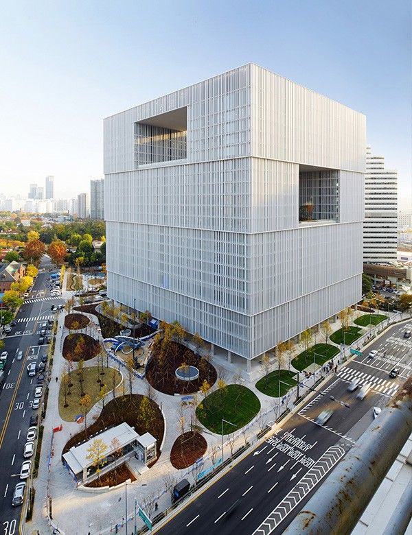 "Amorepacific launches its ""third era"" headquarters in Yongsan"