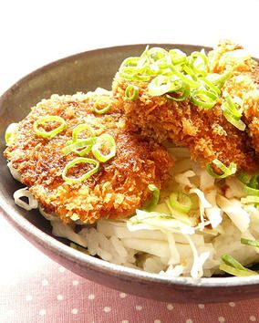 ヒレカツと千切りキャベツの丼(ソース味)|レシピブログ