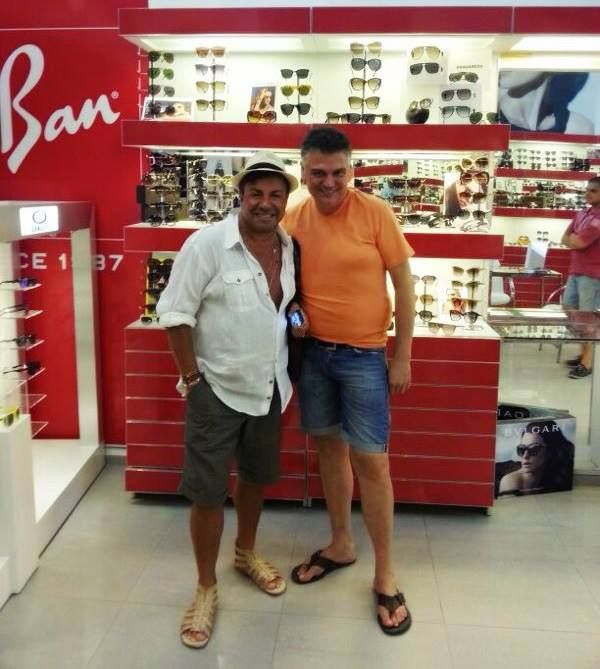 Güler yüzü, sempatikliği, içten davranışları ile gönüllerde taht kuran Fatih Ürek, her yıl olduğu gibi bu yılda Türkiye'nin en büyük optik  mağaza zinciri olan markamızı tercih etti..  Tercihi ve güler yüzü için teşekkür eder, başarılarının devamını dileriz.