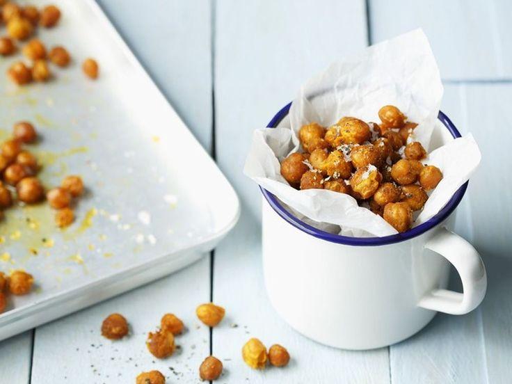 So lecker wie geröstete Erdnüsse, aber viel gesünder: würzige Kichererbsen zum Knabbern.