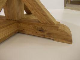 Kulatý stůl - detail nohy