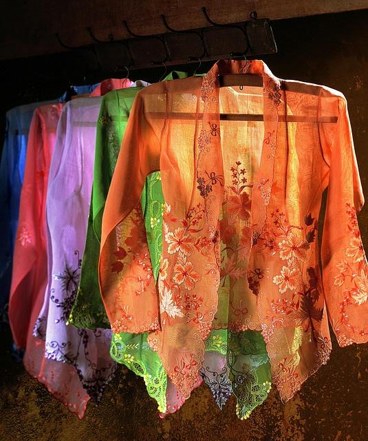 Nyonya Kebaya: Women's Costume from Malaysia
