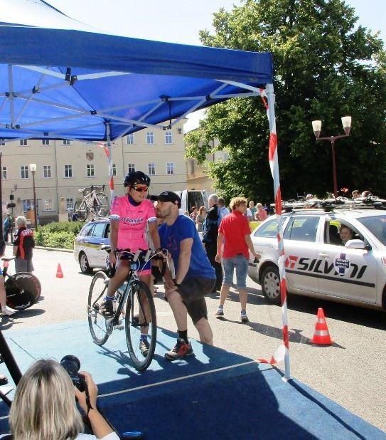 Start české závodnice - Tour de Femini v Krásné Lípě - Česko