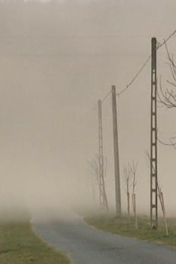 Ekstremalna pogoda na Węgrzech: na zachodzie szalała burza piaskowa, Balaton wystąpił z brzegów. http://tvnmeteo.tvn24.pl/informacje-pogoda/ciekawostki,49/ekstremalna-pogoda-na-wegrzech-na-zachodzie-szalala-burza-piaskowa-balaton-wystapil-z-brzegow,162847,1,0.html