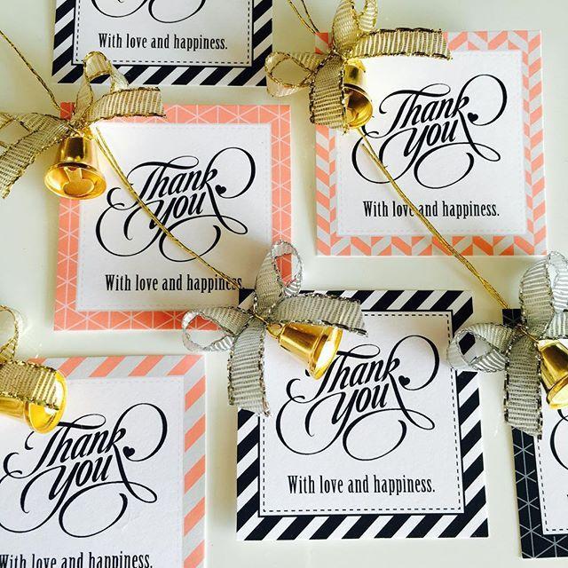 2015.10.31 久々すぎるDIY♡ 無料でダウンロードしたthankyouタグにとをつけて少しだけクリスマス風にアレンジっ 手作りするプチギフトに付ける予定です * 10月はハワイの余韻でのんびりしすぎたけど、今日の打ち合わせでやらないといけないことがたくさん判明したので、明日からまた準備モードに入りますっ٩(๑❛ᴗ❛๑)۶ #wedding#weddingitem#DIY#christmas#thankyoutag#クリスマスウェディング#サンキュータグ#プチギフト