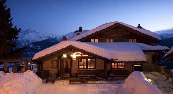 Hotel Ristoro Vagneur Saint Nicolas The Vagneur is set at 1740 metres above sea level in Vens, 8 km from Saint Nicolas. It offers panoramic views, and a restaurant serving Aosta Valley specialities.