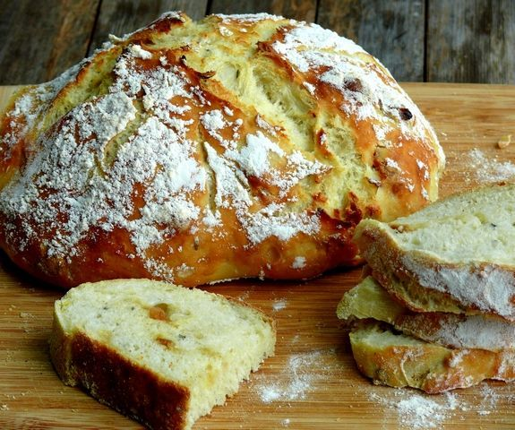 Easy Artisan Roasted Garlic Rosemary Bread