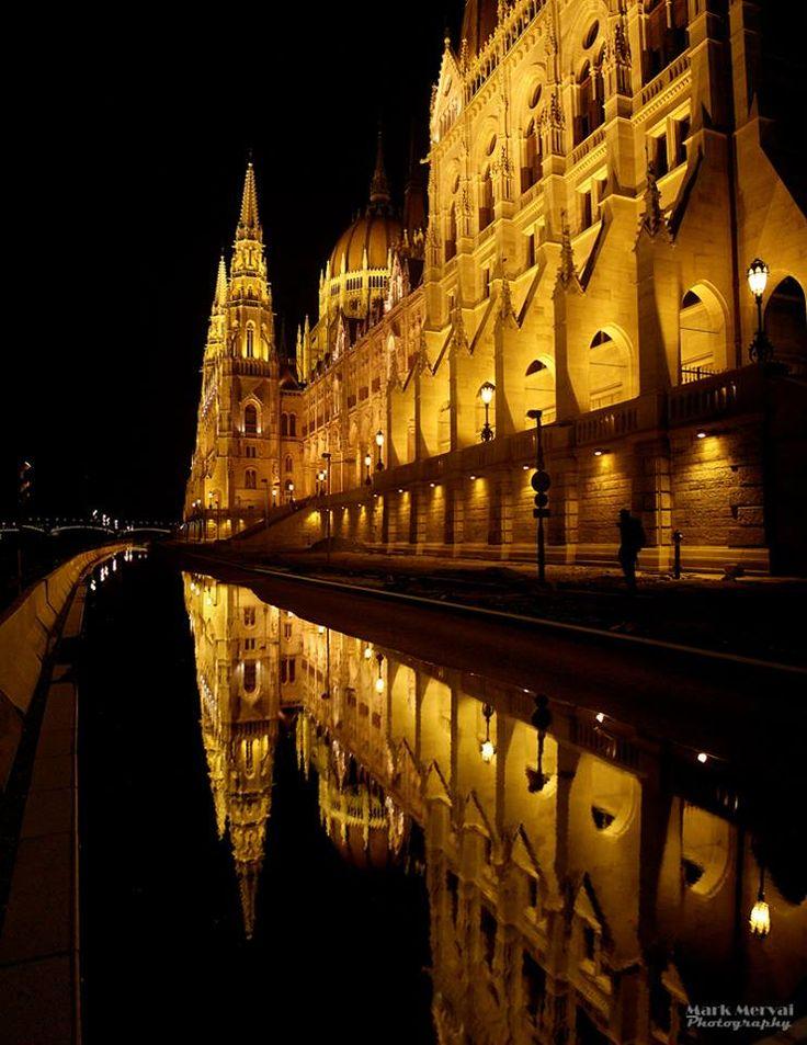 Budapest | Flood 2013. Photostream. credit: Mark Mervai Photography. Follow on Fb https://www.facebook.com/BudapestPocketGuide & on Google+ @ https://plus.google.com/115990222400409382986/posts  #budapest #flood