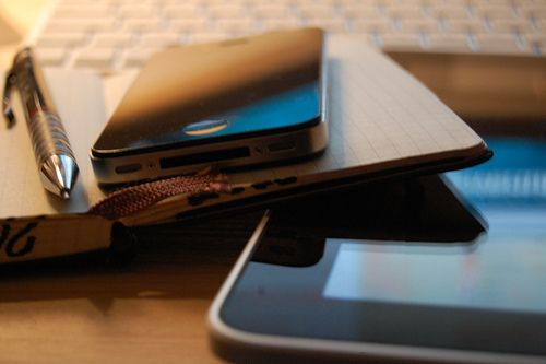 iLove<3: Iphone 4S, Apples Design, Journals, Geek Girls, Hands, Apples Products, Iphone Mad, Apples Tv, Luxury Lifestyle