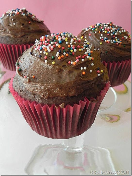 one-bowl chocolate cupcakes-oh, yes! #chocolate #cupcakes