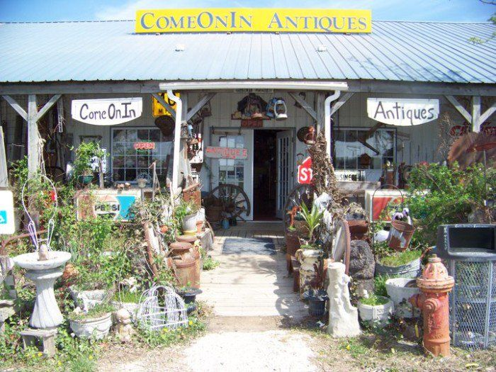 You Can Find Amazing Antiques At These 18 Places In Missouri With