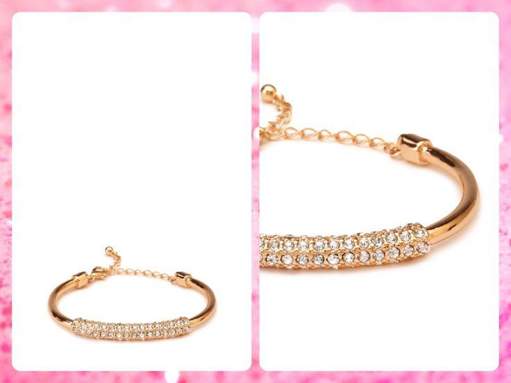 ***AGOTADO***Forever 21  Código: FA-30 #Rhinestoned cuff #bracelet Color: Gold/clear Precio: $15,60 (¢8.500) Para pedidos y consultas llamar al teléfono 8963-3317 o al email maya.boutique@hotmail.com.