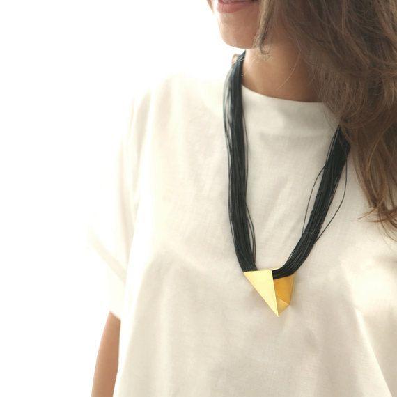 14k oro Ciondolo geometrico dichiarazione collana, oro & nera collana minimalista - prodotto fatto a mano
