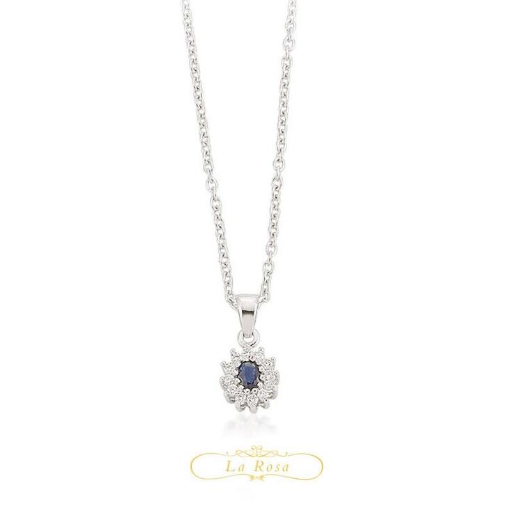 Pandantivul LRY261 este o piesa clasica in cutia dumneavoastra cu bijuterii, ce poate fi purtata cu aceeasi eleganta si azi si peste ani. Pretul pandantivului LRY261 din aur 18K, cu safir si diamante este 1843 lei.   http://www.bijuteriilarosa.ro/bijuterii-cu-diamant/pandantive/pandantiv-lry261