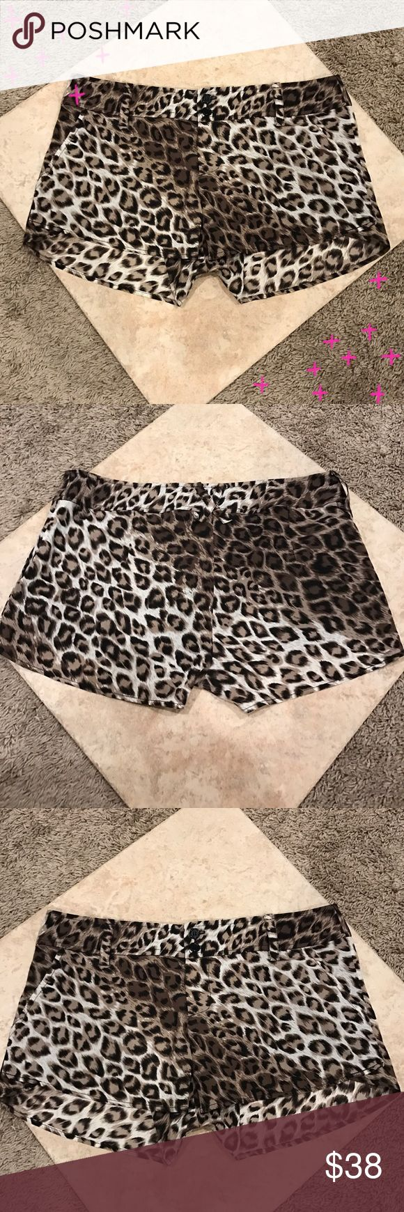 "EUC Alice & Olivia silk cheetah shorts EUC Alice & Olivia cheetah silk shorts. So cute and perfect to dress up or down! Excellent pre worn condition. Approx approx 12"" in length with a 3"" inseam. Alice & Olivia Shorts"