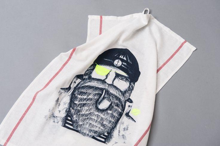 """weißes Geschirrhandtuch mit Siebdruck Motiv Seemann von Dani Garreton aus dem Buch """"Inselstolz"""""""