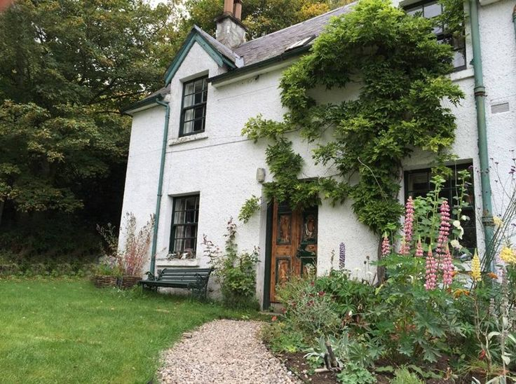 Cosy Typical Scottish Country Cottage Among