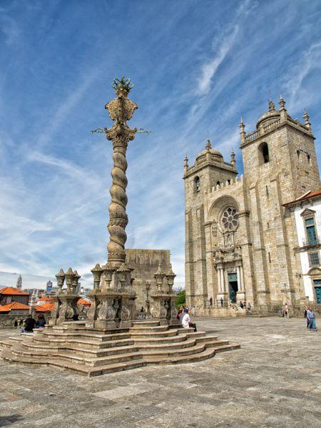 Découvrir Porto - via vino2travel 15.04.2015 | Seconde agglomération du Portugal, après Lisbonne la capitale, Porto est située à l'embouchure du fleuve Douro, au nord du pays. Le commerce du vin, notamment de ses très célèbres portos, a fait la richesse de la ville, qui dispose d'un centre historique classé au patrimoine mondial de l'UNESCO. La ville se visite très facilement à pied et, même si vous ne disposez que d'une seule journée, vous serez tout de même en mesure de voir pas mal de…