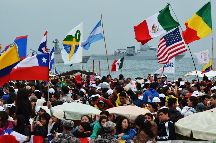 Pilgrims waiting Pope Francis on the Copacabana beach