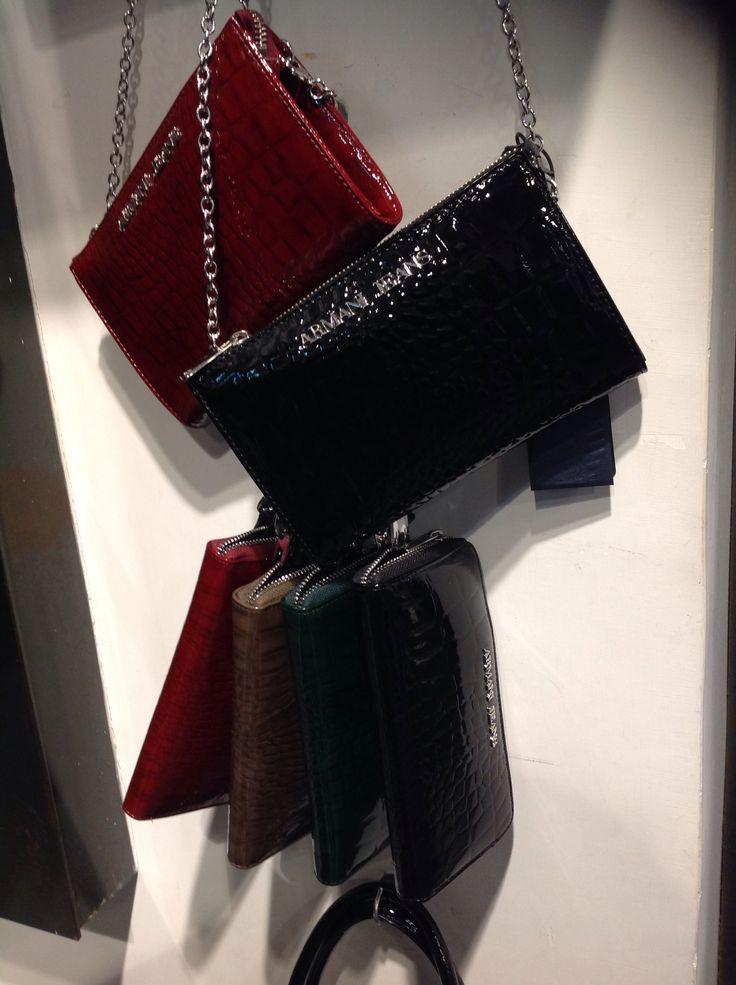Borsetta Armani lucida e portafoglio in più colori